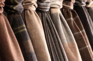 Polyester atau PE merupakan salah satu jenis kain yang paling banyak dipakai sebagai bahan baku kaos.